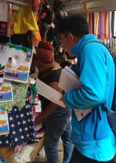 distributing-questionnaires-in-toy-market2