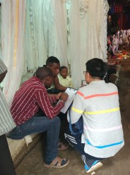 distributing-questionnaires-in-toy-market3